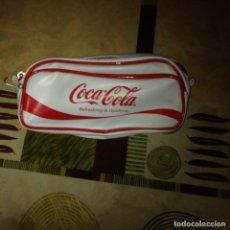 Coleccionismo de Coca-Cola y Pepsi: COCA COLA. BOLSO-NECESER BLANCO. POLIPIEL .VINTAGE. COLECCIONISTAS. Lote 110468283