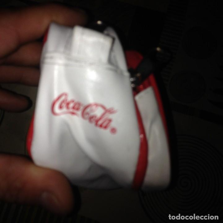 Coleccionismo de Coca-Cola y Pepsi: COCA COLA. BOLSO-NECESER BLANCO. POLIPIEL .VINTAGE. COLECCIONISTAS - Foto 3 - 110468283