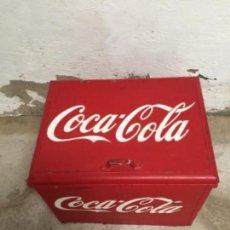 Coleccionismo de Coca-Cola y Pepsi: ANTIGUA NEVERA COCA COLA DE MADERA Y CHAPA DE LA USADA EN LOS CAMPOS DE FUTBOL AÑOS 40. Lote 110637987