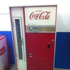 Coleccionismo de Coca-Cola y Pepsi: NEVERA DE VENDING COCA-COLA. MARCA VENDO. ESPAÑOLA, AÑOS 60-70S. Lote 111534255