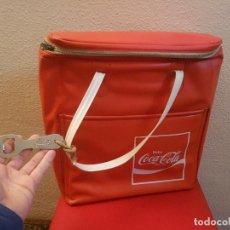 Coleccionismo de Coca-Cola y Pepsi: ANTIGUA NEVERA VINTAGE AÑOS 70 BOTELLERO DE COCA COLA CON ABRIDOR BOTELLA COLECCION BOLSA PLAYA. Lote 111587751
