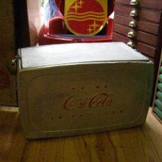 Coleccionismo de Coca-Cola y Pepsi: NEVERA PIC NIC COCA-COLA PLATEADA AÑOS 50. Lote 112008323