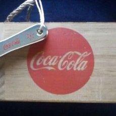 Coleccionismo de Coca-Cola y Pepsi: COCACOLA, COCA-COLA. CAJA DE MADERA ESTILO VINTAGE + DESCAPSULADOR BOTELLAS. Lote 115271358