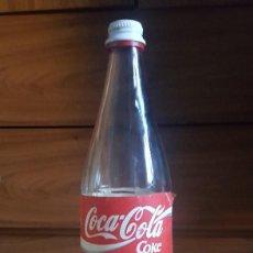 Coleccionismo de Coca-Cola y Pepsi: BOTELLA COCA COLA 1 LITRO CRISTAL. CADUCIDAD 1994. TAPÓN DE ROSCA ORIGINAL.. Lote 112495639