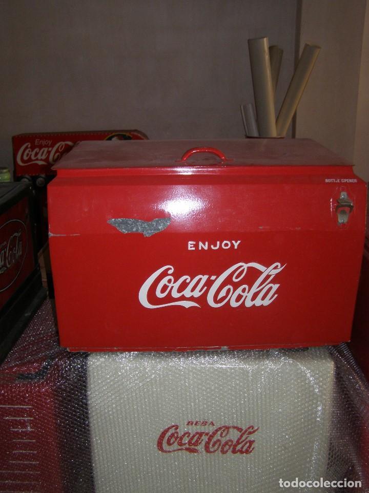 Coleccionismo de Coca-Cola y Pepsi: Nevera Coca Cola Metálica. Hielo. GIBM . Americana. Abridor Riss Rass. Original año 1950s. - Foto 2 - 113382975