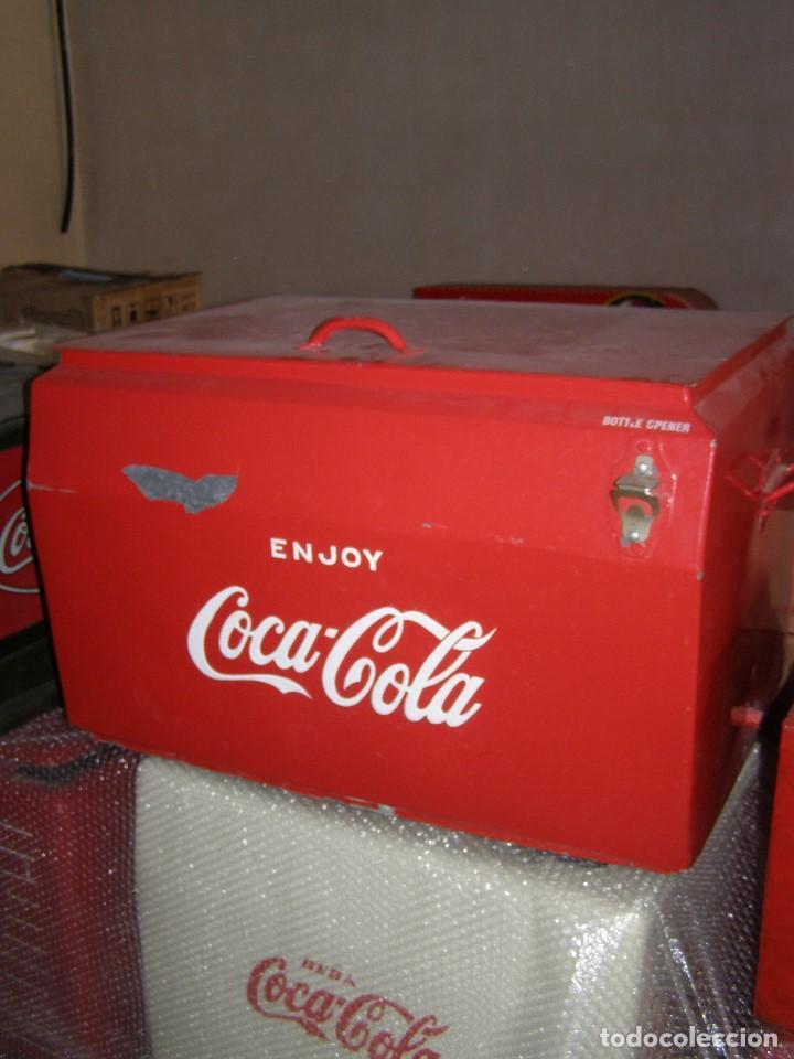 Coleccionismo de Coca-Cola y Pepsi: Nevera Coca Cola Metálica. Hielo. GIBM . Americana. Abridor Riss Rass. Original año 1950s. - Foto 3 - 113382975