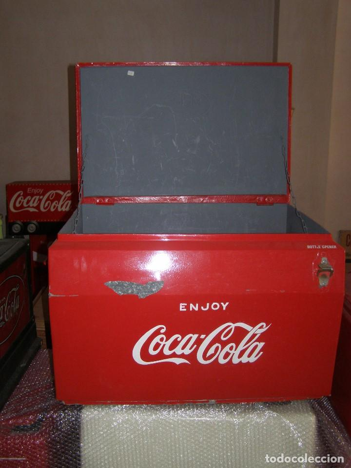 Coleccionismo de Coca-Cola y Pepsi: Nevera Coca Cola Metálica. Hielo. GIBM . Americana. Abridor Riss Rass. Original año 1950s. - Foto 4 - 113382975