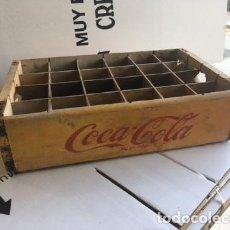 Coleccionismo de Coca-Cola y Pepsi: CAJA MADERA COCA-COLA AMARILLA CON LOGO ROJO 24 BOTELLINES. AÑOS 60. Lote 115291871