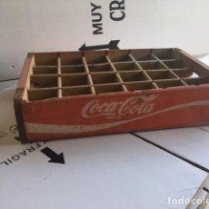 Coleccionismo de Coca-Cola y Pepsi: CAJA MADERA COCA-COLA ROJA CON LOGO BLANCO, 24 BOTELLINES. AÑOS 60. Lote 115291903