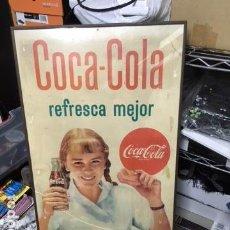 Coleccionismo de Coca-Cola y Pepsi: CARTEL COCA-COLA SIX BARRAL NIÑA AÑOS 60. COCA-COLA REFRESCA MEJOR.. Lote 115292383