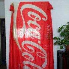 Coleccionismo de Coca-Cola y Pepsi: BANDERA COCA COLA FEMSA ARGENTINA, 206 CM X 105 CM. CON MANCHA EN EL MEDIO.. Lote 115374606