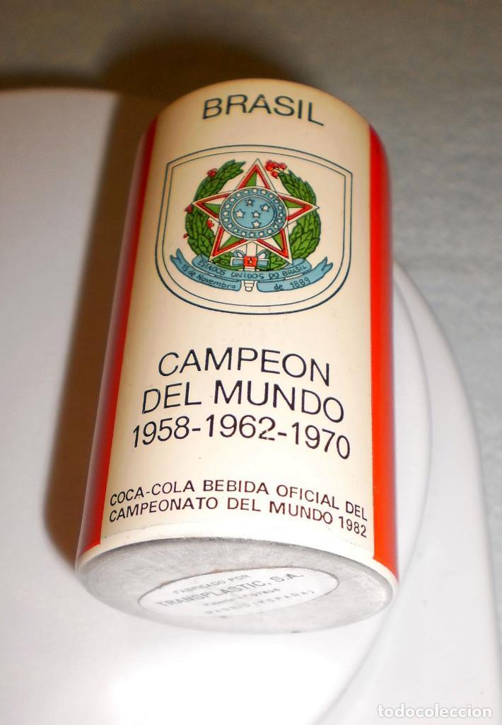 MERCHANDISING COCA-COLA: BOTE (DE MECHERO) ESPAÑA'82 BRASIL CAMPEÓN DEL MUNDO FORMA LATA COCA-COLA (Coleccionismo - Botellas y Bebidas - Coca-Cola y Pepsi)