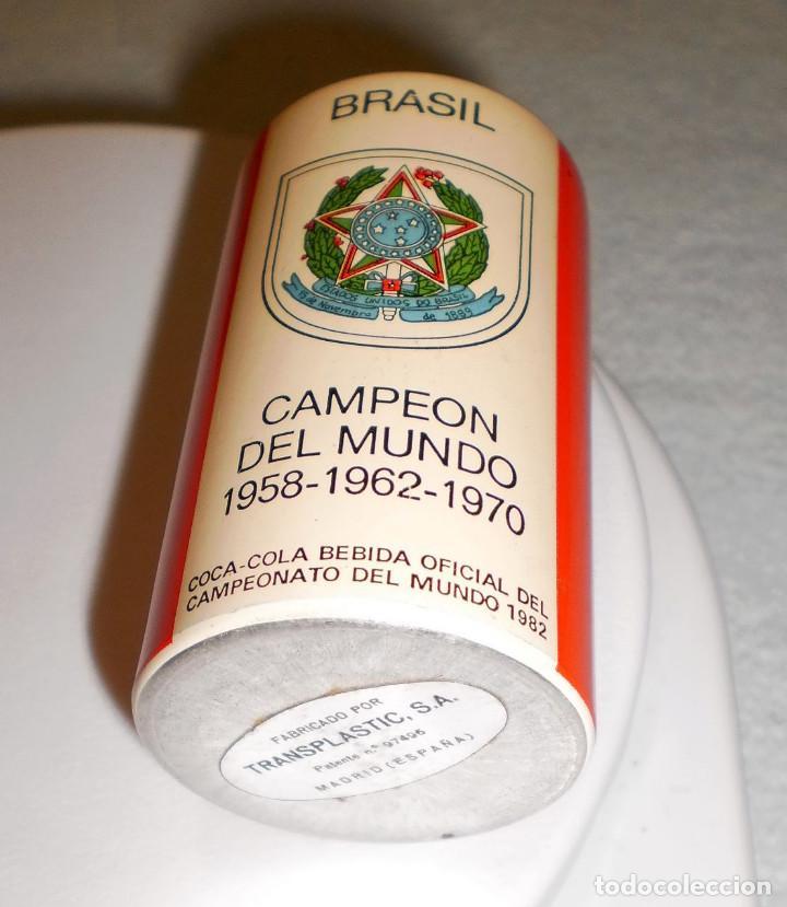 Coleccionismo de Coca-Cola y Pepsi: MERCHANDISING COCA-COLA: BOTE (DE MECHERO) ESPAÑA82 BRASIL CAMPEÓN DEL MUNDO FORMA LATA COCA-COLA - Foto 3 - 119568699