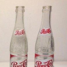 Coleccionismo de Coca-Cola y Pepsi: DOS BOTELLAS O BOTELLINES DE PEPSI-COLA. 1950-1960. Lote 110348283