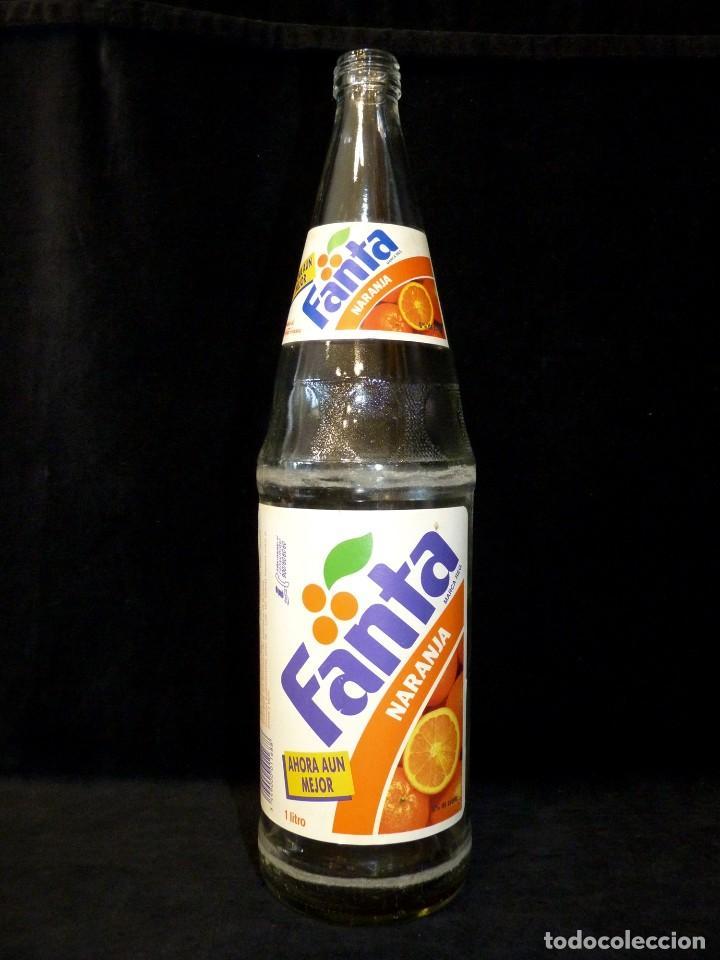 Coleccionismo de Coca-Cola y Pepsi: ANTIGUA BOTELLA DE FANTA NARANJA 1 LITRO AÑOS 90. SIN TAPÓN - Foto 2 - 121113051