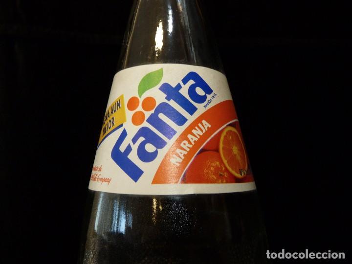 Coleccionismo de Coca-Cola y Pepsi: ANTIGUA BOTELLA DE FANTA NARANJA 1 LITRO AÑOS 90. SIN TAPÓN - Foto 4 - 121113051