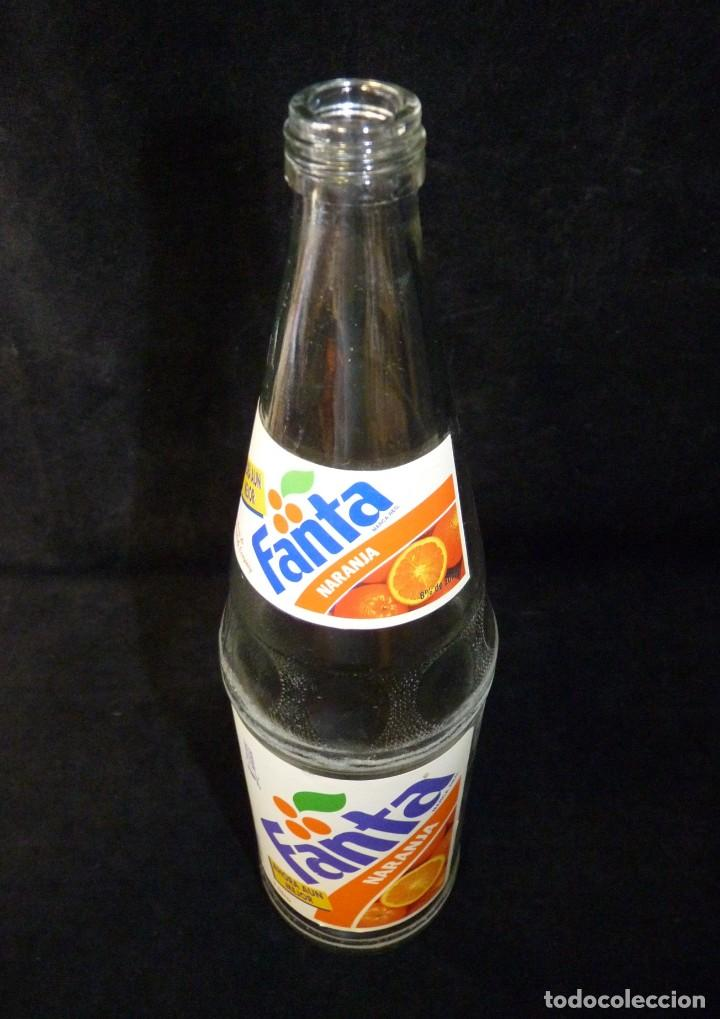 Coleccionismo de Coca-Cola y Pepsi: ANTIGUA BOTELLA DE FANTA NARANJA 1 LITRO AÑOS 90. SIN TAPÓN - Foto 8 - 121113051