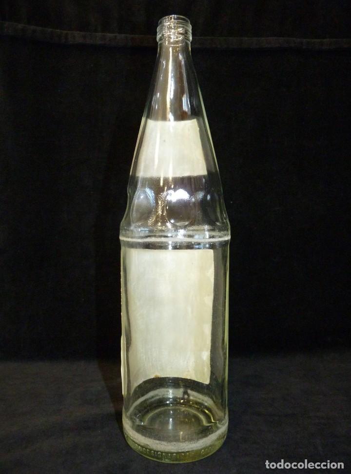 Coleccionismo de Coca-Cola y Pepsi: ANTIGUA BOTELLA DE FANTA NARANJA 1 LITRO AÑOS 90. SIN TAPÓN (2) - Foto 6 - 121113371