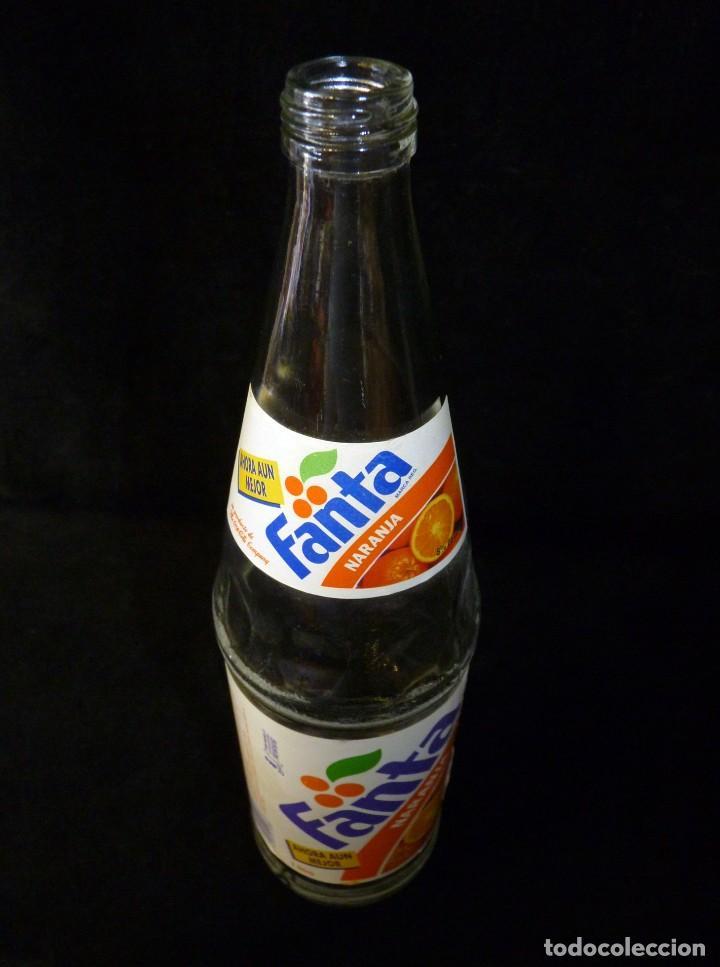 Coleccionismo de Coca-Cola y Pepsi: ANTIGUA BOTELLA DE FANTA NARANJA 1 LITRO AÑOS 90. SIN TAPÓN (2) - Foto 8 - 121113371