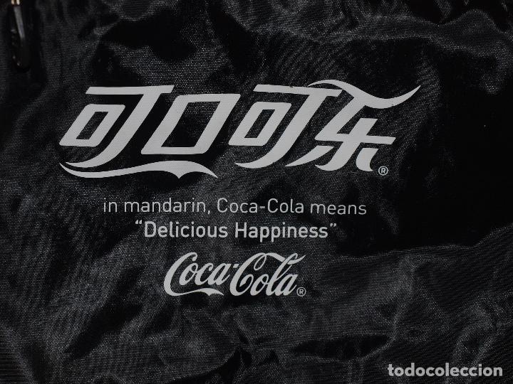 Coleccionismo de Coca-Cola y Pepsi: BOLSA DEPORTE COCA COLA CON LETRAS EN CHINO. 55 X 35 CM APROX. VER FOTOS Y DESCRIPCION - Foto 3 - 124617855
