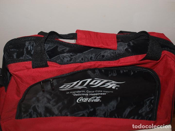 Coleccionismo de Coca-Cola y Pepsi: BOLSA DEPORTE COCA COLA CON LETRAS EN CHINO. 55 X 35 CM APROX. VER FOTOS Y DESCRIPCION - Foto 4 - 124617855
