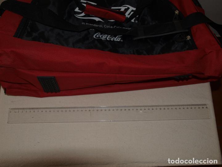 Coleccionismo de Coca-Cola y Pepsi: BOLSA DEPORTE COCA COLA CON LETRAS EN CHINO. 55 X 35 CM APROX. VER FOTOS Y DESCRIPCION - Foto 15 - 124617855