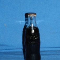 Coleccionismo de Coca-Cola y Pepsi: (M) BOTELLA COCA-COLA ANTIGUA LLENA CON CHAPA FRANCESA , 20 CL, SEÑALES DE USO. Lote 128265599