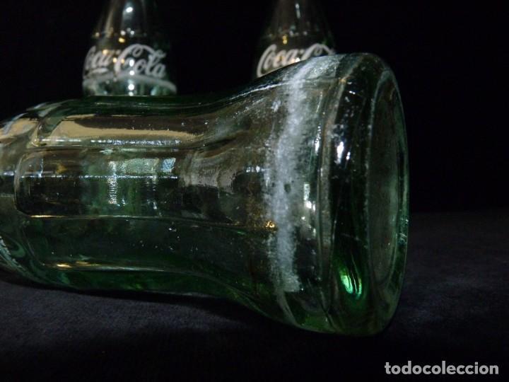 Coleccionismo de Coca-Cola y Pepsi: LOTE DE 3 BOTELLINES CRISTAL DE COCA COLA SERIGRAFIADOS. 19 CL. BOTELLA COCACOLA - Foto 4 - 133993042