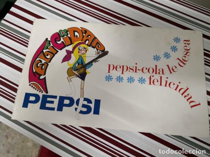 POSTAL DE FELICITACIONES PEPSI-COLA LE DESEA FELICIDAD. MATERIAL TIPO CARTULINA (Coleccionismo - Botellas y Bebidas - Coca-Cola y Pepsi)