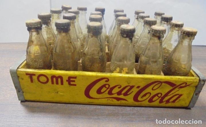 Coleccionismo de Coca-Cola y Pepsi: CAJA DE COCACOLA CON 24 BOTELLINES EN MINIATURA. VER FOTOS. MEDIDAS : 15,5 X 10 CM APROX. LA CAJA. - Foto 6 - 138094818