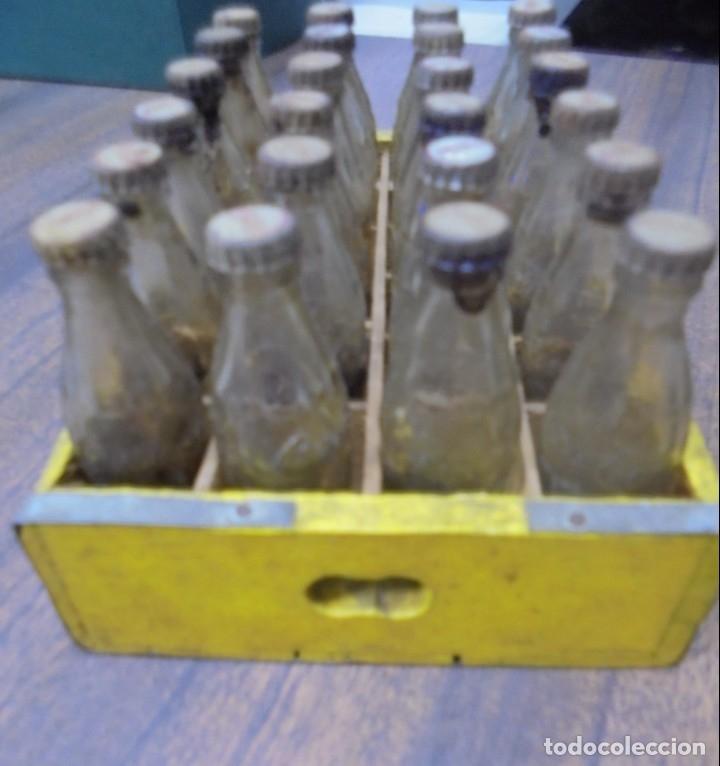 Coleccionismo de Coca-Cola y Pepsi: CAJA DE COCACOLA CON 24 BOTELLINES EN MINIATURA. VER FOTOS. MEDIDAS : 15,5 X 10 CM APROX. LA CAJA. - Foto 16 - 138094818