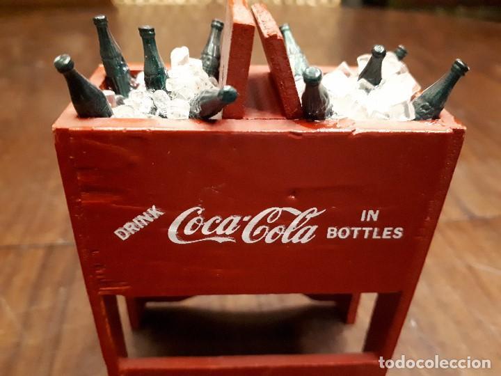 Coleccionismo de Coca-Cola y Pepsi: Coca-Cola Antigua Nevera Hielo Miniatura. Original de 1950s. Madera. - Foto 3 - 139744294