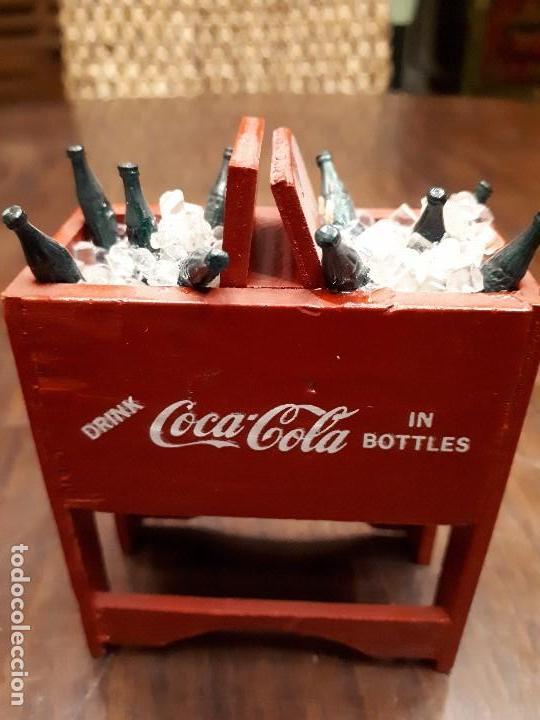 COCA-COLA ANTIGUA NEVERA HIELO MINIATURA. ORIGINAL DE 1950S. MADERA. (Coleccionismo - Botellas y Bebidas - Coca-Cola y Pepsi)