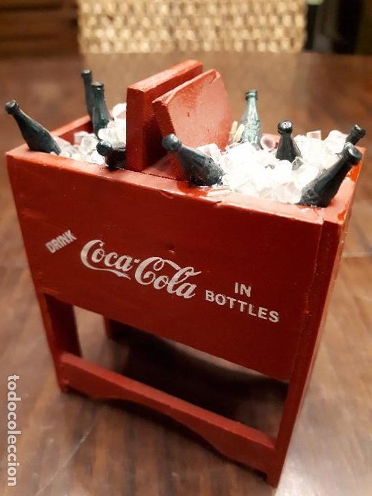 Coleccionismo de Coca-Cola y Pepsi: Coca-Cola Antigua Nevera Hielo Miniatura. Original de 1950s. Madera. - Foto 2 - 139744294