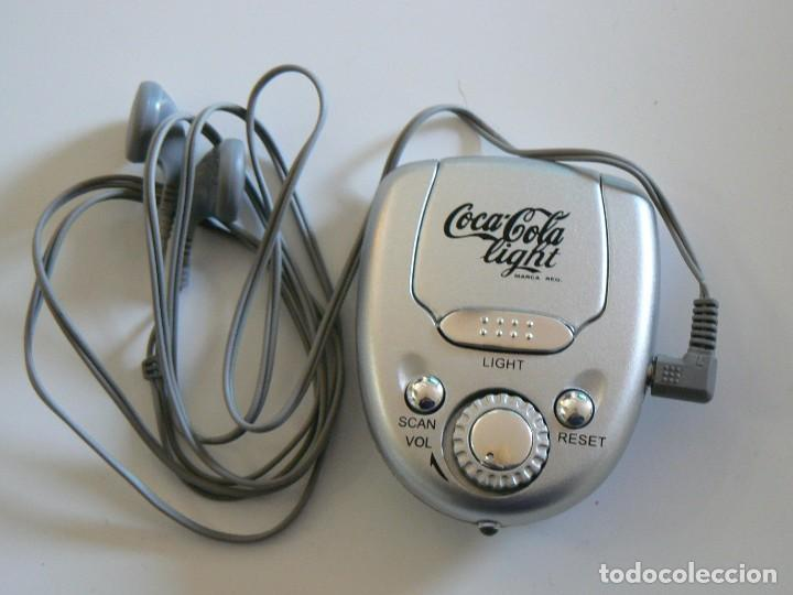 MINI RADIO-LINTERNA COCA-COLA LIGHT. CON AURICULARES. 6 * 7.5 CMS. (Coleccionismo - Botellas y Bebidas - Coca-Cola y Pepsi)