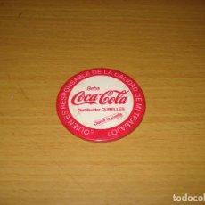 Coleccionismo de Coca-Cola y Pepsi: COCA-COLA. CHAPA METÁLICA DISTRIBUIDOR CUBELLES (TARRAGONA). AÑOS 1980. Lote 143175838
