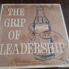 Coleccionismo de Coca-Cola y Pepsi: COCA-COLA DISCO DEDICADO A LOS TRABAJADORES POR 75 ANIVERSARIO DE 1961. THE GRIP OF LEADERSHIP.. Lote 143230474