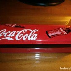 Coleccionismo de Coca-Cola y Pepsi: CAJA METÁLICA O PLUMIER DE COCA-COLA - NUEVA, A ESTRENAR!!!. Lote 143359494