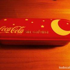 Coleccionismo de Coca-Cola y Pepsi: CAJA METÁLICA O PLUMIER DE COCA-COLA SIN CAFEINA - NUEVA, A ESTRENAR !!!. Lote 143360506
