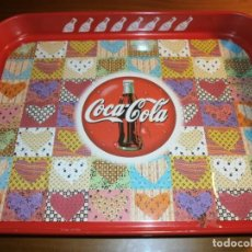 Coleccionismo de Coca-Cola y Pepsi: BANDEJA METÁLICA RECTANGULAR DE COCA COLA - DISEÑO PATCHWORK - AÑOS 80.. Lote 143383658