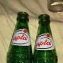 Coleccionismo de Coca-Cola y Pepsi: 2 ANTIGUA BOTELLAS REFRESCO SERIGRAFIA DE MANZANA APLA.VACIA AÑOS 70. Lote 149734126