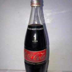 Coleccionismo de Coca-Cola y Pepsi: BOTELLA DE COCACOLA ALEMANA. COKE SCHUTZMARKE. KOFFEINHALTIGE LIMONADE. 1 LITRO. PFRAND-WERT-FLASCHE. Lote 161145742