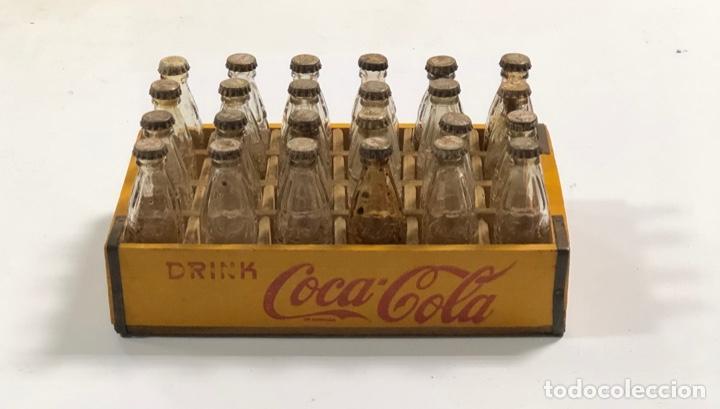CAJA DE MADERA ANTIGUA DE COCACOLA PEQUEÑA. 24 BOTELLINES VACIOS. DIMENSIONES APROX. 16.7X10.2X7 CM (Coleccionismo - Botellas y Bebidas - Coca-Cola y Pepsi)
