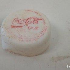 Coleccionismo de Coca-Cola y Pepsi: TAPÓN ROSCA COCA-COLA COKE BADAJOZ PLÁSTICO. Lote 155378950