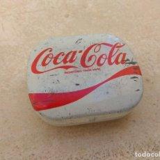 Coleccionismo de Coca-Cola y Pepsi: ANTIGUA CAJITA METÁLICA DE COCA COLA - RARA -. Lote 155938022