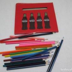 Coleccionismo de Coca-Cola y Pepsi: CAJA DE CARTÓN CON 28 LAPICES DE COLORES. COCA COLA. NUEVO, SIN ESTRENAR.. Lote 157896062