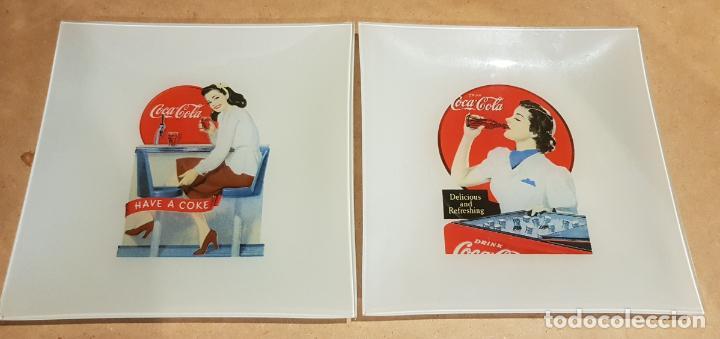 COCA-COLA / 2 PLATOS DE CRISTAL / CENICERO O VACIABOLSILLOS / CON CARTEL RETRO-VINTAGE. 20 X 20 CM. (Coleccionismo - Botellas y Bebidas - Coca-Cola y Pepsi)