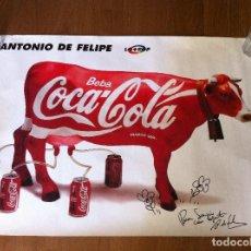 Coleccionismo de Coca-Cola y Pepsi: CARTEL VACA COCA-COLA DE ANTONIO DE FELIPE. FIRMADO, DEDICADO Y CON DIBUJO ORIGINAL. LO + POP.. Lote 158859830