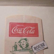 Coleccionismo de Coca-Cola y Pepsi: ANTIGUO SOBRE - COCA-COLA SO REFRESHING WITH FOOD - FOLD HERE - NO -DRIP BOTTLE PROTECTOR 17X10 CM. . Lote 161694330