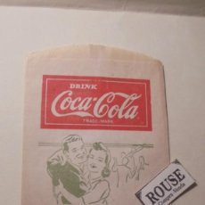 Coleccionismo de Coca-Cola y Pepsi: ANTIGUO SOBRE - COCA-COLA TAKE A MINUTE TO REFRESH FOLD HERE - NO -DRIP BOTTLE PROTECTOR 17X10 CM. . Lote 161694834